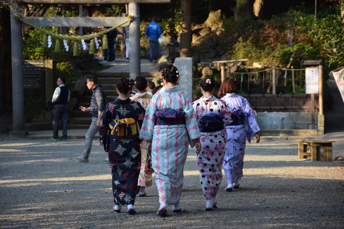 Tenues colorées temples kamakura japon